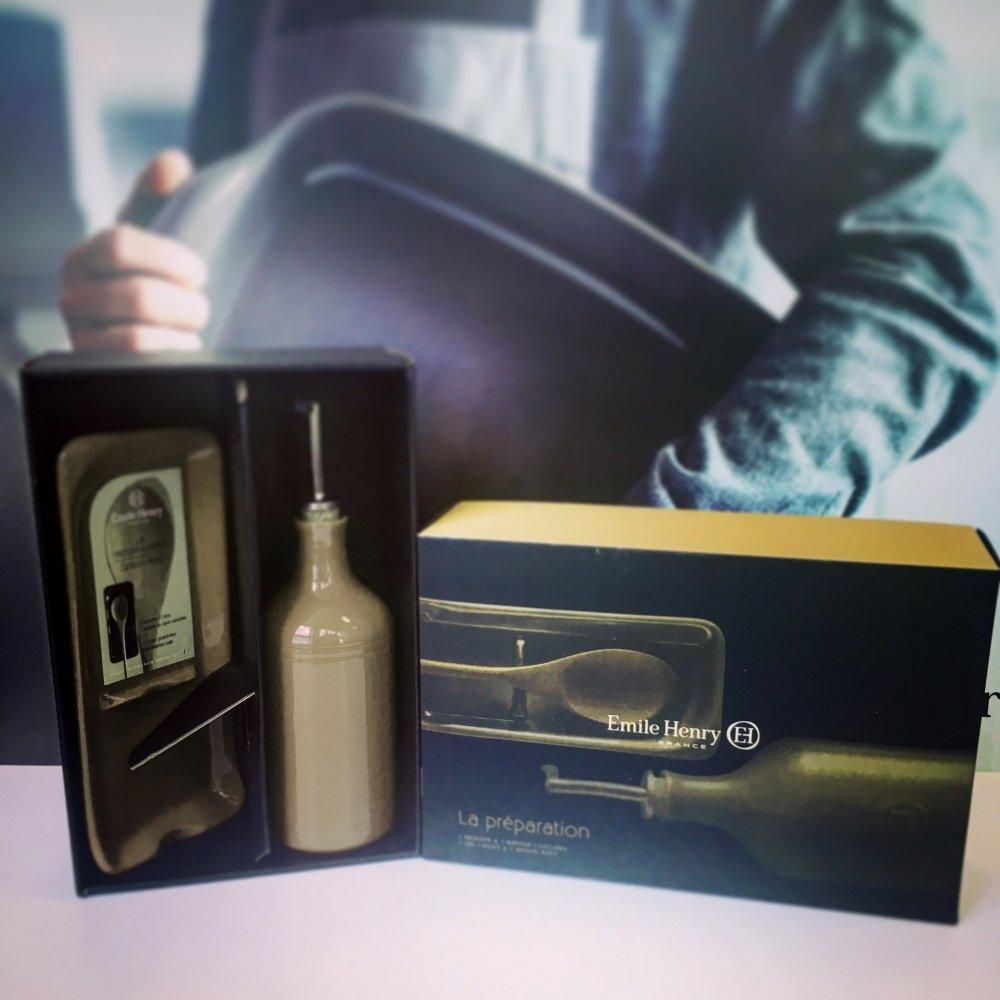 Подарочный набор Emile Henry: Бутылка для масла и подставка под ложку (флинт)